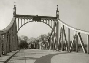 Glienicker Brücke, Foto: Ernst Eichgrün © Sammlung Potsdam Museum - Forum für Kunst und Geschichte