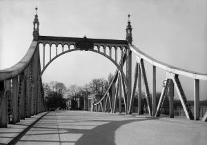 Glienicker Brücke (vor 1945), Foto: Ernst Eichgrün. Sammlung Potsdam Museum. Forum für Kunst und Geschichte