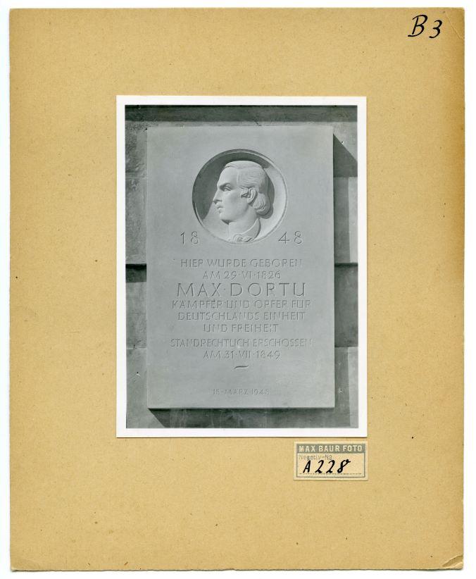 Gedenktafel für Max Dortu (1948), Foto: Max Baur / Sammlung Potsdam Museum