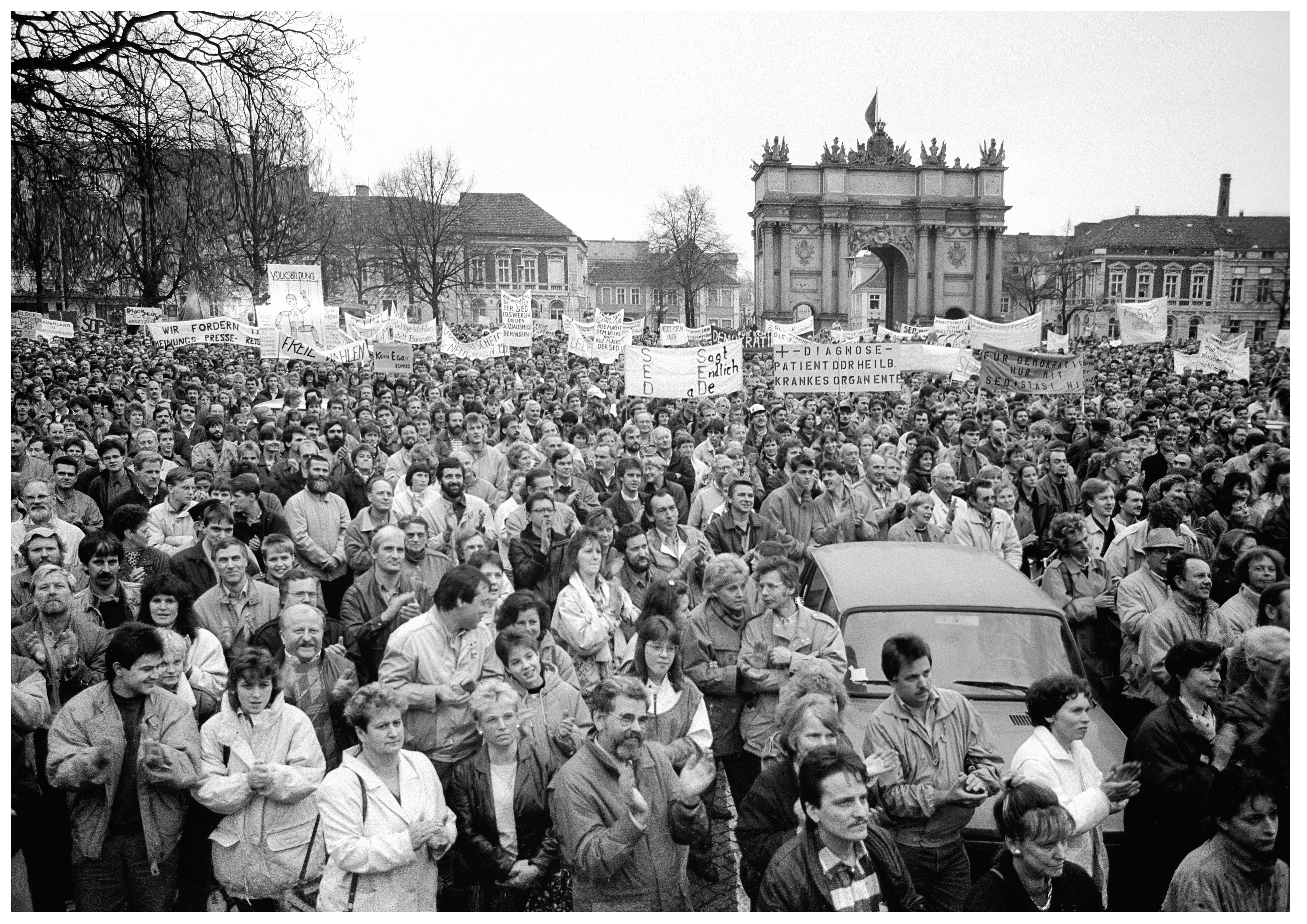 Kundgebung am 4.11.1989 auf dem Platz der Nationen (Luisenplatz). Foto: Klaus D. Fahlbusch